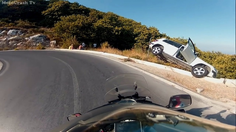 Безумные мото ситуации на дороге. Агрессивные люди против мотоциклистов.