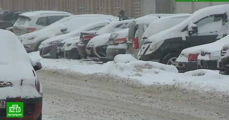Северная столица переживает сильнейший снегопад с начала зимы