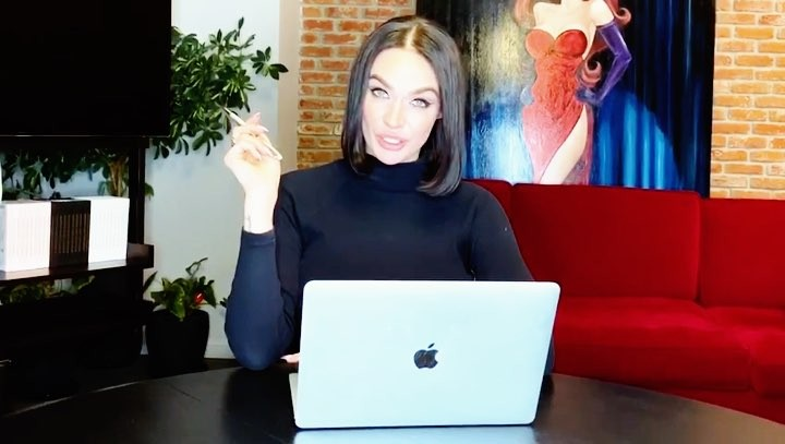 Alena Vodonaeva on Instagram Девы поговорим о фигуре Давно жирок не обсуждали 😁🐷 Как по мне специалистов в этой сфере стало настолько много ч