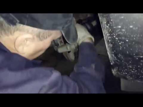 Замена передних колодок Опель инсигния МКПП дизель