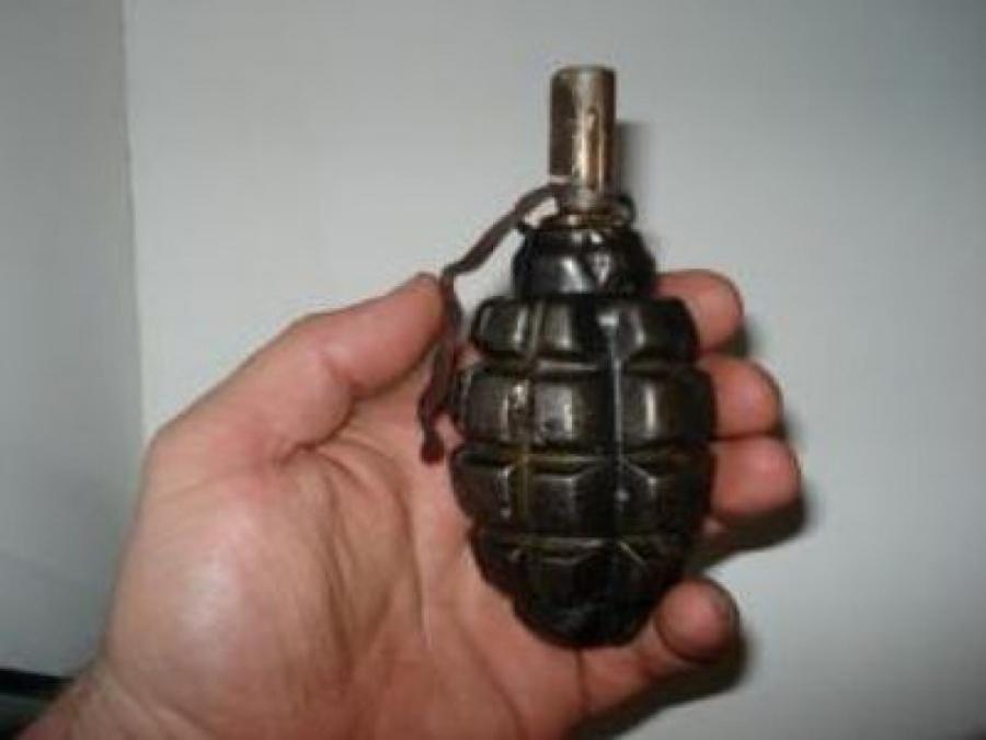 В оккупированном Донецке неизвестный угрожал гранатой в магазине