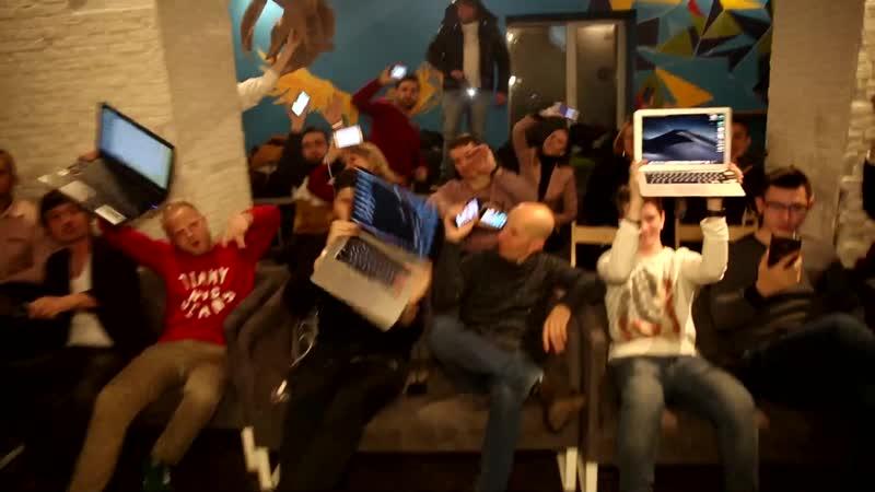 Ведущие отжигают с ноутбуками и планшетами в Качалке Шоуменов