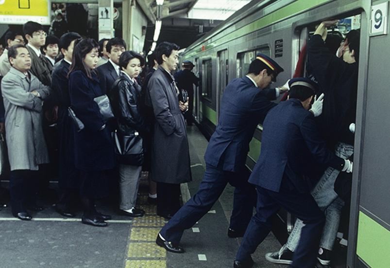 япония метро вышибалы