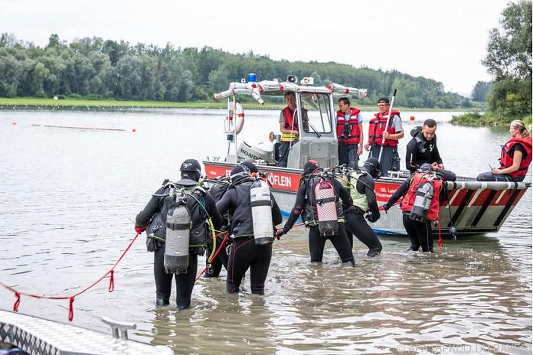 Водолазы несколько часов искали тело утонувшего гребца. Фото: APA