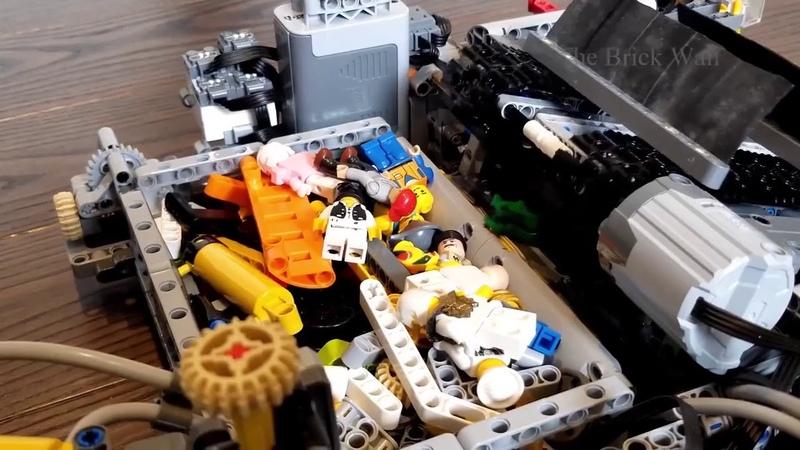 Благодаря Лего роботу можно не бояться ходить босиком дома