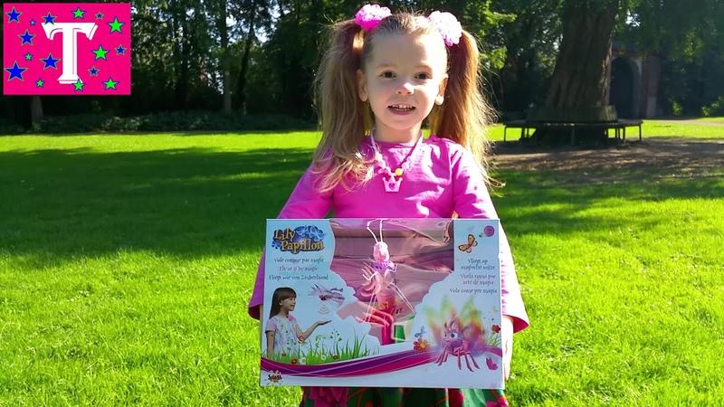 Танюша пытается приручить бабочку Lilly Papillon :)