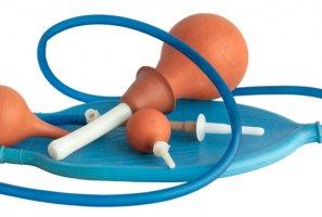 Сторонники чистки кишечника считают, что токсины из вашего желудочно-кишечного тракта могут вызвать различные проблемы со здоровьем, такие как артрит и высокое кровяное давление.