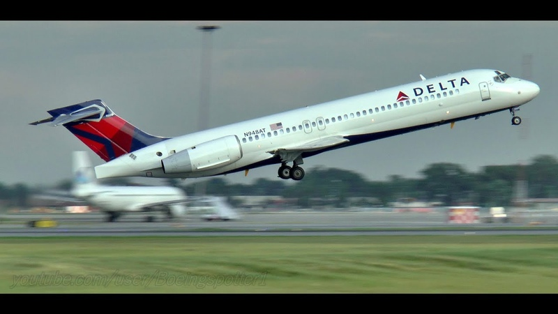 Delta Airlines Boeing 717 Evening Landing and Takeoff