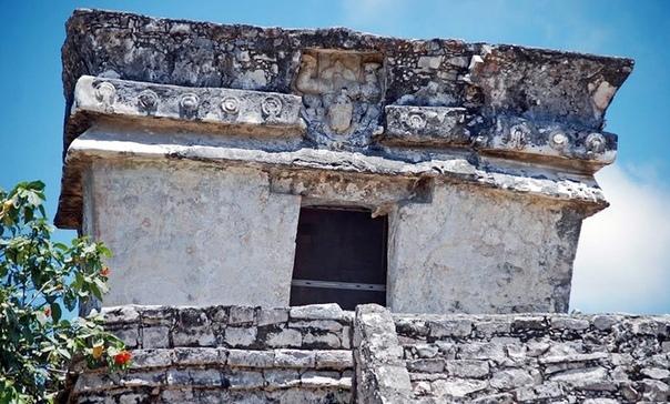Тулум — город рассвета Из испанских и индейских хроник известно, что в каждом юкатанском государстве-«провинции» имелся один или несколько крупных городов. Однако, после конкисты (завоевания)