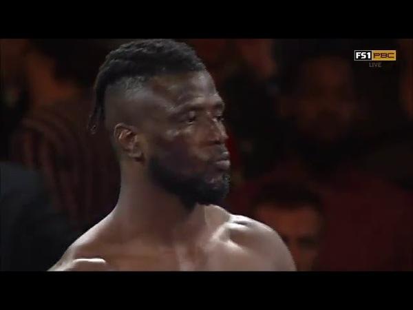 В США боксер выиграл поединок на первой секунде боя