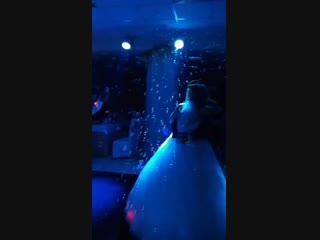 Миллион мыльных пузырьков на первый танец молодых в подарок!