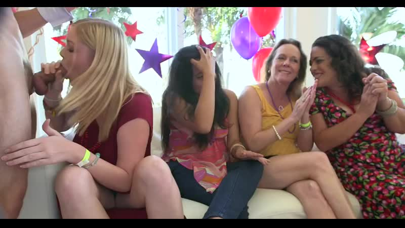 Drunk girls sucking the cocks - PornoXO.com.mp4