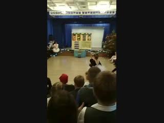 моя Машенька танцует . Немного Новогодних Ёлок в Ленту. т