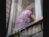 В Омске нашли маленькую девочку, которая выпала из окна второго этажа