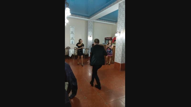 Крымская лезгинка. Танцуют наши сотрудники. Красивая девушка - это наша Алия.