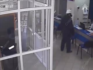 Банду грабителей из Самары, похитивших в банках 15 млн рублей и убивших человека, выдала силиконовая маска видео