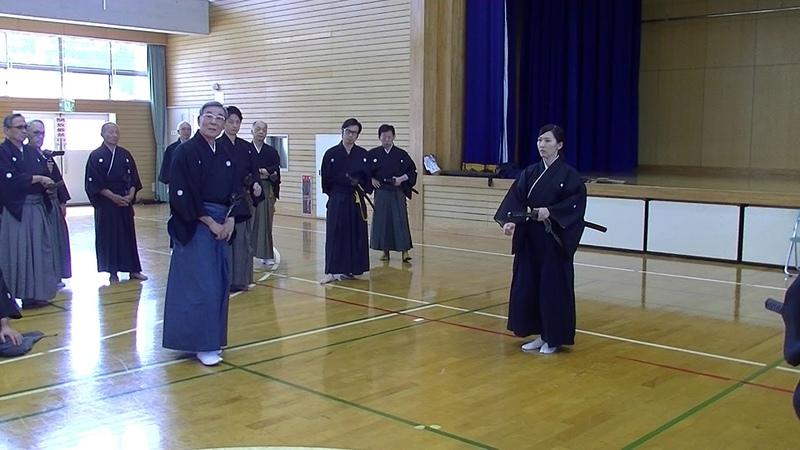 九州地区居合道連盟宗家講習会 刀法前後切 豊久美子六段