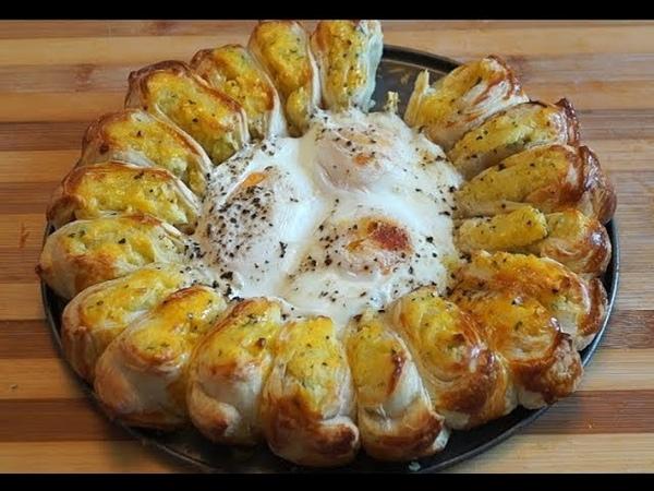 Быстрый отрывной пирог из готового слоеного теста с картофельным пюре