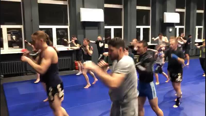 Александр Саночкин - тренировка по тайскому боксу