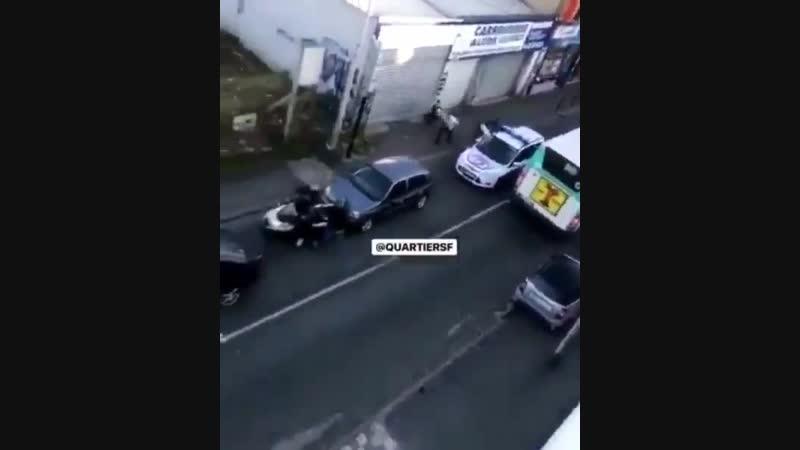 BlancMesnil 93 lors de son delit de fuite il fonce volontairement sur un scooter avant de prendre a nouveau la fuite