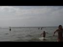 Центральный пляж Аниматор отправил таблетку в плаванье