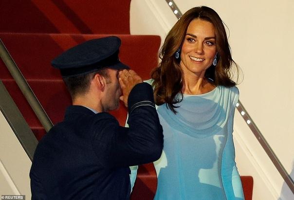 Кейт Миддлтон и принц Уильям прибыли с официальным визитом в Пакистан