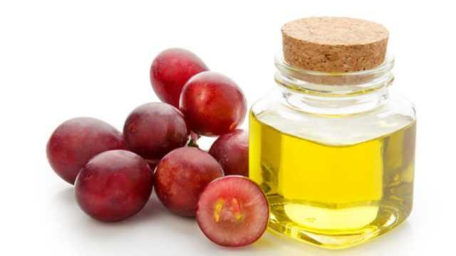 Масло вырабатывается из виноградных косточек.