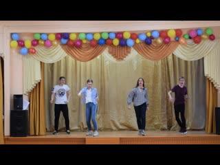 Танец вожатых 1 и 2 отрядов Весеннего Школьного лагеря