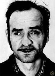 Отец Ф Хонки длительное время был заключённым одного из нацистских концлагерей, и скончался в 1946 году вследствие злоупотребления алкоголем. Мать, воспитывавшая 9 детей, не могла уделять