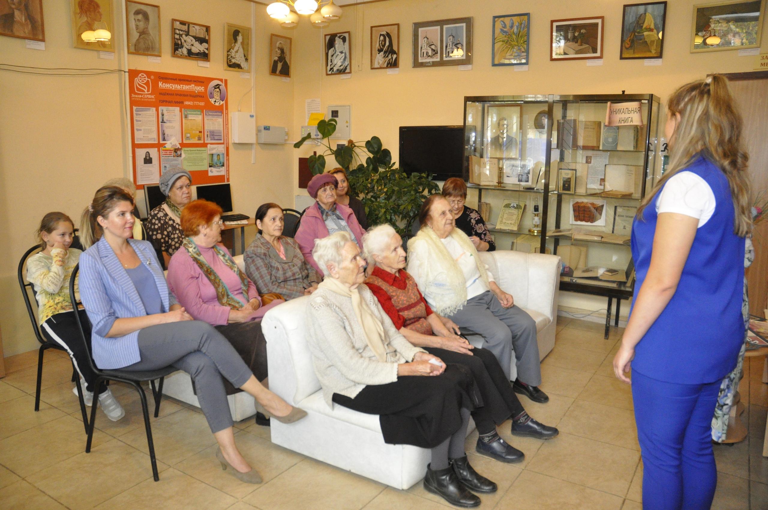 В городской библиотеке открылась выставка художницы Натальи Волчек
