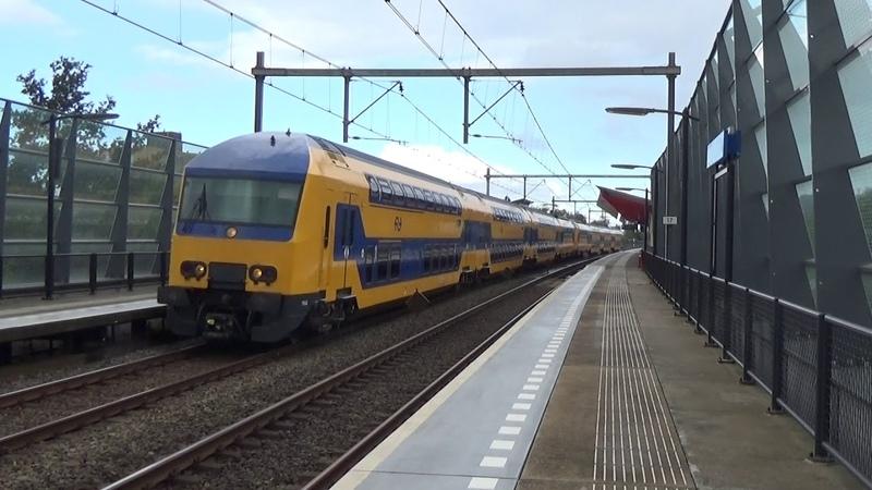 DDZ 7542 7526 komen door Almere Parkwijk