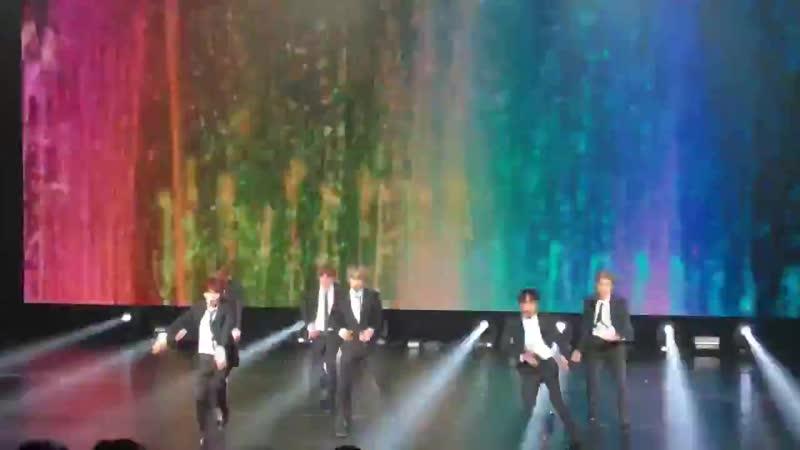 Après la salle de concert, BTS triomphe sur Twitter ! voici un autre clip - by popular dem