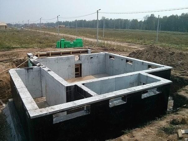 Особенности строительства цокольного этажа и подвала дома