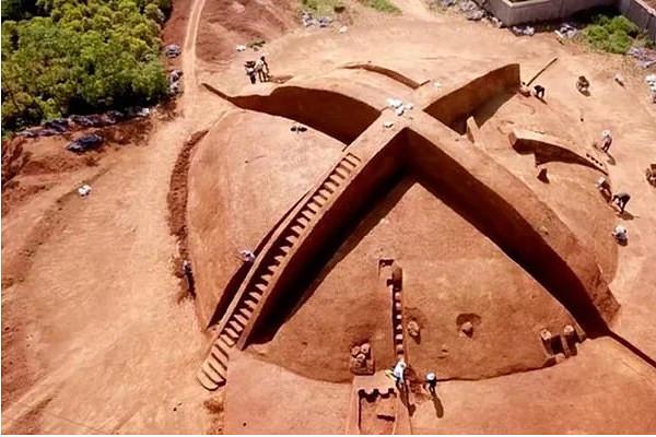 В Китае раскопали пирамиду в форме «Х», возрастом 200-700 гг до н.э.