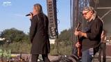 Saxon - Crusader (Live at Hellfest 2017 - PinP)