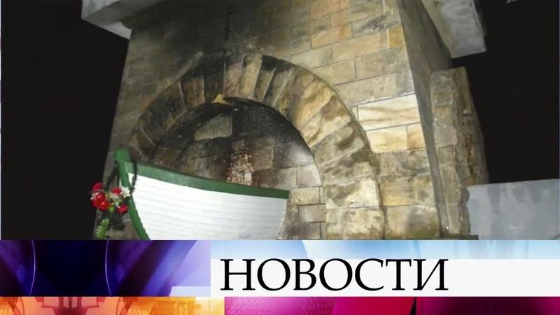 В Польше вандалы попытались взорвать, а затем подожгли памятник советским солдатам в Миколине.