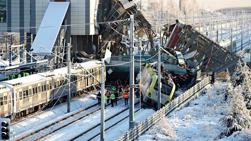 В Анкаре потерпел крушение поезд: 9 погибших, 86 пострадавших