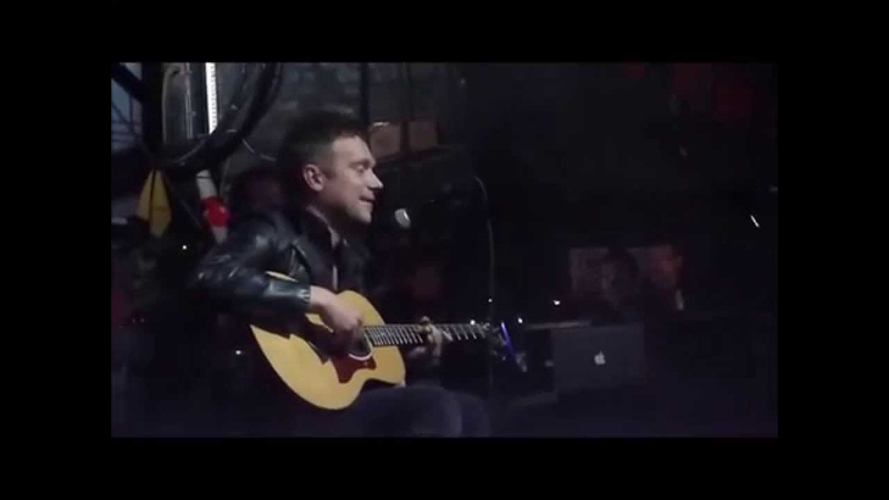 Damon Albarn Funny moments on stage (Part 2)