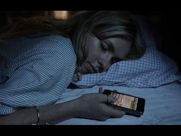 Гигиена сна. Чем опасен сон с мобильным под подушкой