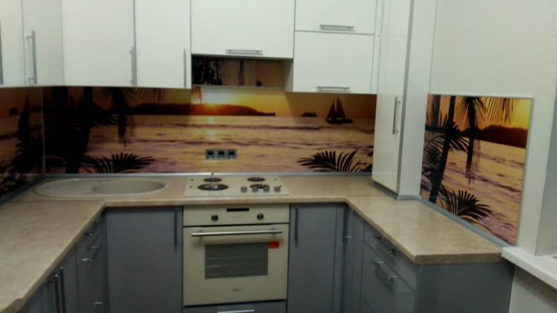 На монтаже П-образного встроенного кухонного гарнитура с развернутыми углами, левый 110º,правый 100º, газовыми трубами и счетчи