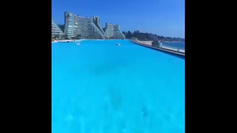Найбільший басейн у світі знаходиться в Чилі на курорті San Alfonso del Mar Площа 80 тисяч квадратних метрів