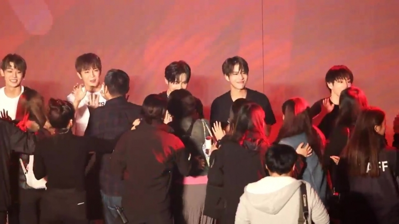 FANCAM | 13.10.18 | A.C.E (High-touch) @ Fan-con To Be An ACE in Seoul