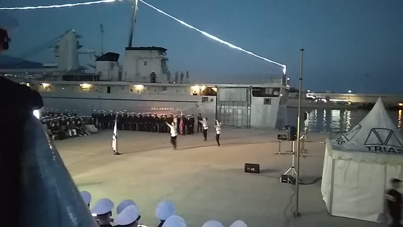 Пока русские танцуют, американцы отдыхают на авианосце