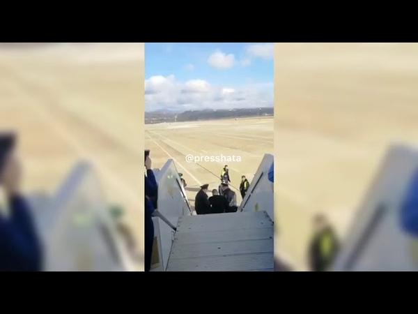 Видео задержания дебошира избившего стюардессу на борту самолета Петербург Анталия