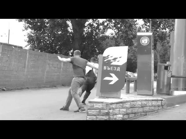 EDWARD BIL ПРАНК КИНУЛ ПЕТАРДУ В БАК МАШИНЫ Реакция людей на розыгрыш