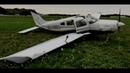 17 летняя девушка студент-пилот аварийно сажает самолет без колеса