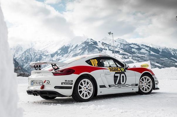 Компания Porsche показала ралли-кар на базе трекового 718 Cayman. Компания Porsche подтвердила запуск в производство раллийного автомобиля, построенного на базе трекового купе 718 Cayman GT4