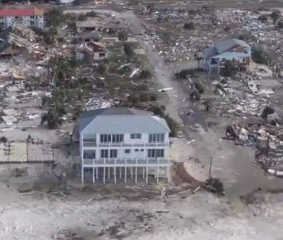 Особняк «Песчаный дворец», который выдержал ураган 4-й категории