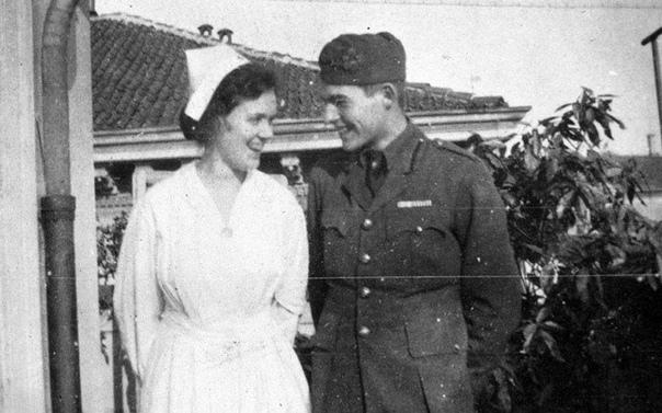 Эрнест Хемингуэй и Агнес фон Куровски во время Первой мировой войны