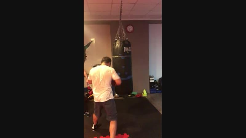 Работа на мешке по этажам, индивидуальная тренировка. Тренер Зайнал Акавов.